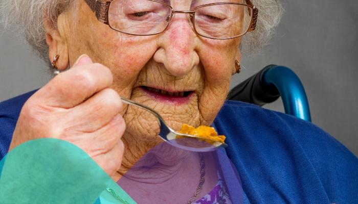 ¿Pérdida de apetito? Consejos para que el anciano se alimente bien